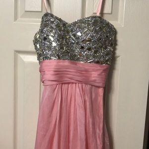 Dresses & Skirts - La femme 00 prom / gown dress light
